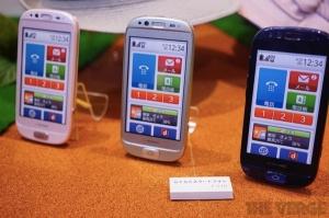 raku-raku-smartphone-seniors
